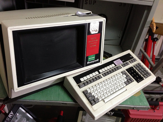 Old Honeywell computer monitor and keyboard